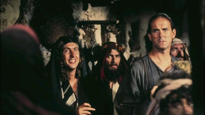 George Harrison, en su estelar aparición, entre Eric Idle y John Cleese. Fuente: Denofgeek