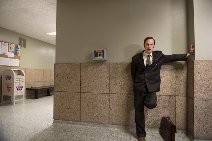 Jimmy McGill esperando un caso en los Juzgados - Fuente: Collider